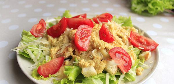 salat-cezar-s-kuricej-klassicheskij-recept