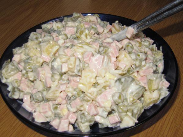 salat-olive-s-kolbasoy-retsept