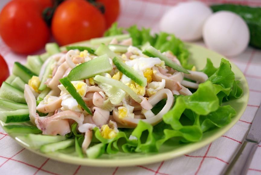 Салат из кальмаров яиц и огурцов рецепт с очень вкусный с