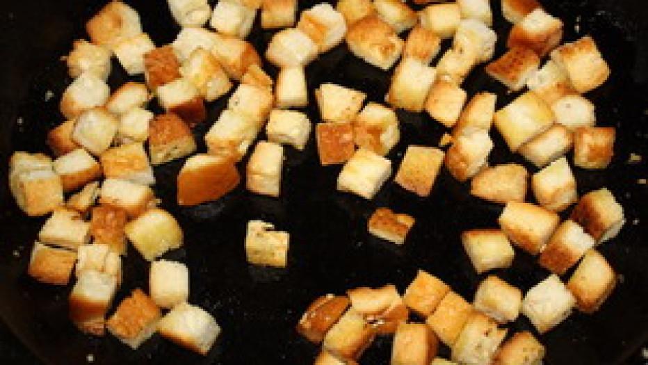 Как из хлеба сделать сухарики на сковороде 723