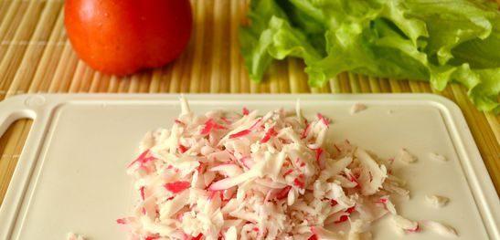 Салат с крабовыми палочками — 8 классических рецептов салата из крабовых палочек с кукурузой этап 28