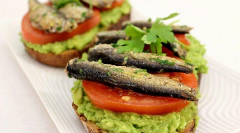 Бутерброды со шпротами: 8 рецептов бутербродов на праздничный стол