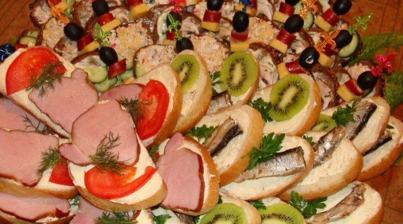 Бутерброды на праздничный стол — 10 простых и вкусных рецептов