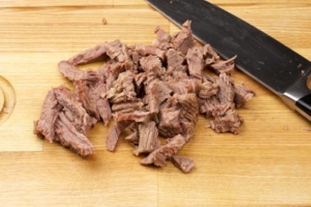 Салат Мужской каприз. Топ 7 рецептов салатов с говядиной этап 13