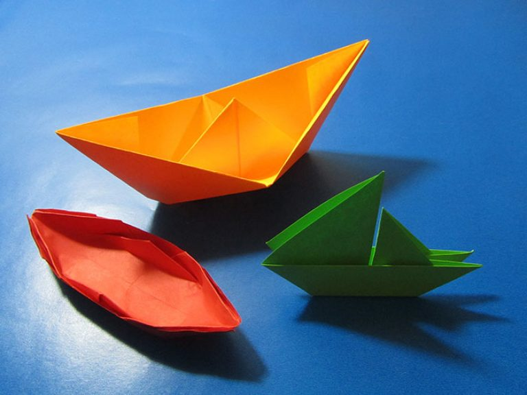 korablik-iz-bumagi-2 Сделать лодку из бумаги пошаговая инструкция. Как сделать кораблик из бумаги: пошаговая инструкция с объяснениями, схемами и иллюстрациями