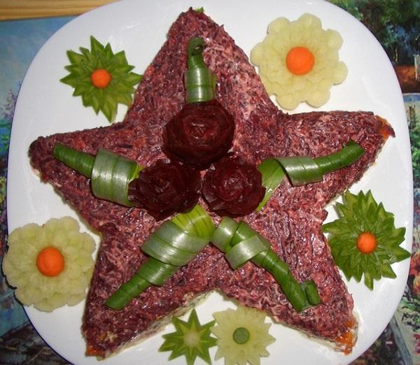 Салаты на 23 февраля: простые и недорогие рецепты праздничных салатиков этап 72