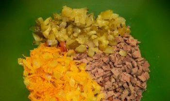 Салаты на 23 февраля: простые и недорогие рецепты праздничных салатиков этап 42