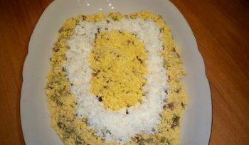 Салаты на 23 февраля: простые и недорогие рецепты праздничных салатиков этап 45