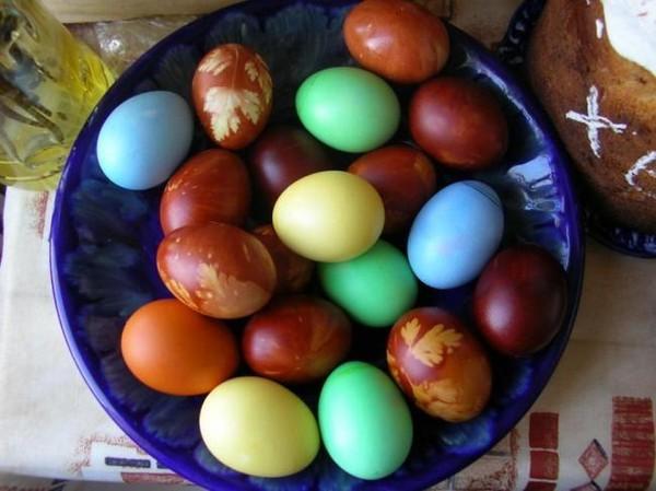 pokraska-yaic-svoimi-rukami Пасхальные яйца: как красиво покрасить яйца на Пасху дома