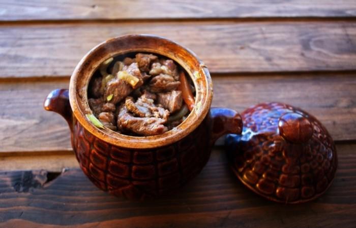 Как приготовить гуляш из говядины, чтобы мясо было мягким? 7 рецептов гуляша с подливкой этап 61