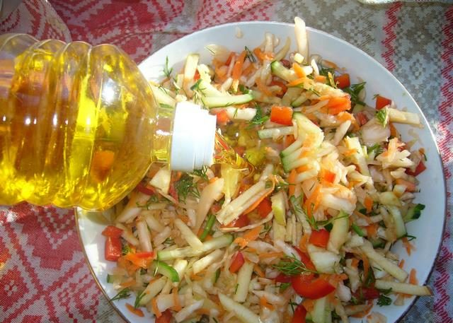 Капустный салат с зеленью - рецепт пошаговый с фото