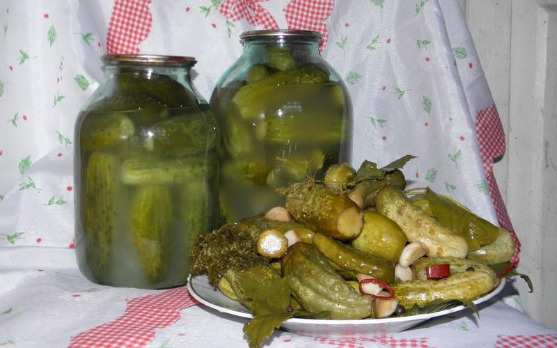 Огурцы соленые на зиму — 6 рецептов хрустящих огурцов в банках этап 7