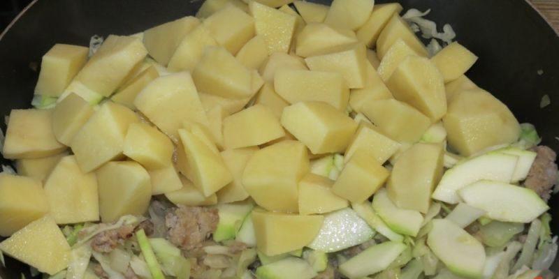 Капуста тушеная — 10 рецептов очень вкусной тушеной капусты этап 43