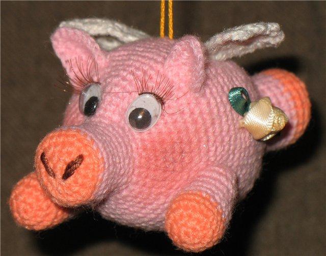 Вязаные свинки (хрюшки) крючком со схемами и описанием. Подборка игрушек амигуруми ручной работы этап 48