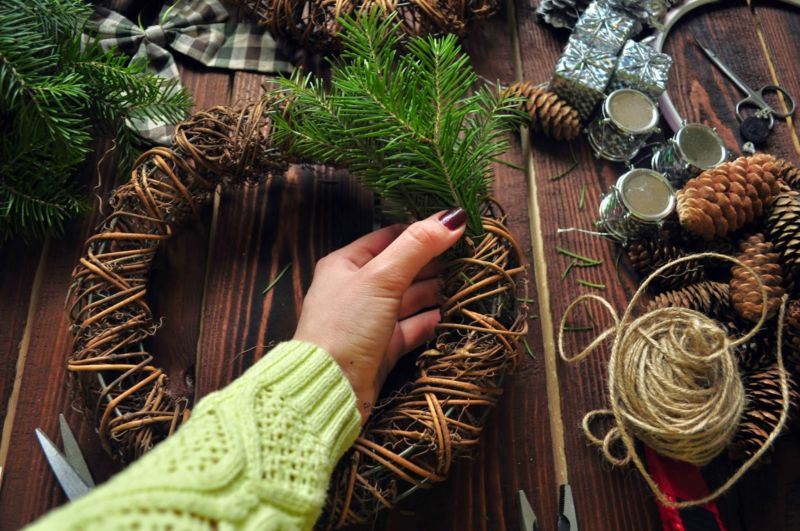 Новогодний венок своими руками. 12 мастер-классов по изготовлению венков в домашних условиях этап 34