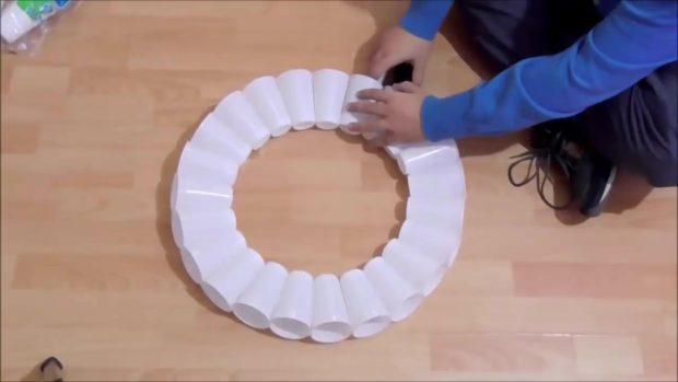 Снеговик своими руками на Новый год из подручных материалов этап 7