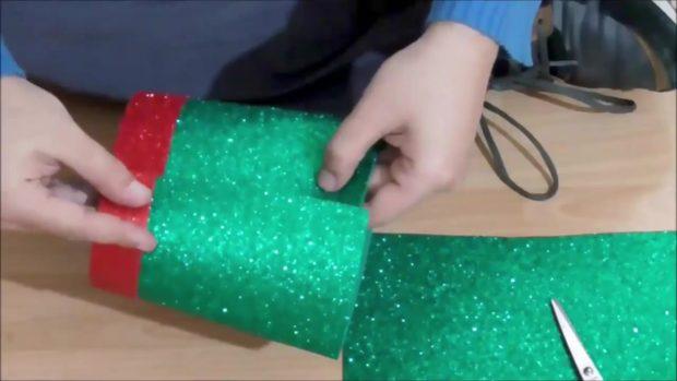 Снеговик своими руками на Новый год из подручных материалов этап 17