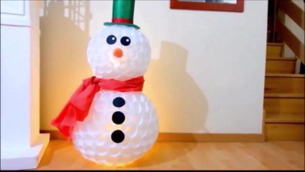 Снеговик своими руками на Новый год из подручных материалов этап 20