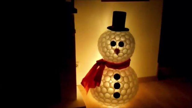 Снеговик своими руками на Новый год из подручных материалов этап 5