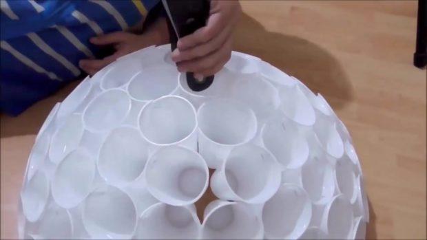 Снеговик своими руками на Новый год из подручных материалов этап 10