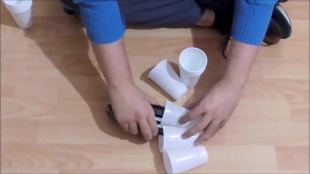 Снеговик своими руками на Новый год из подручных материалов этап 6