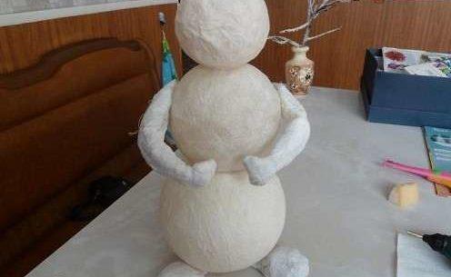 Снеговик своими руками на Новый год из подручных материалов этап 129