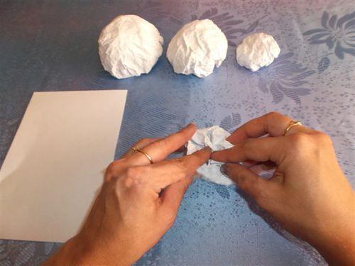 Снеговик своими руками на Новый год из подручных материалов этап 69