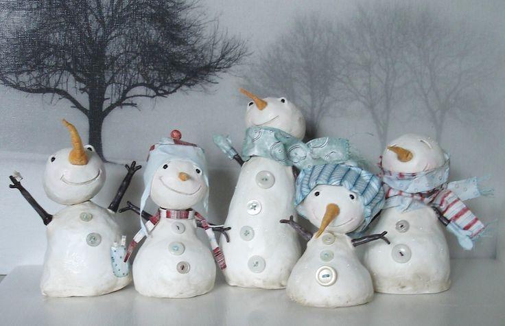 Снеговик своими руками на Новый год из подручных материалов этап 49