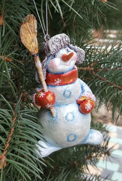 Снеговик своими руками на Новый год из подручных материалов этап 50