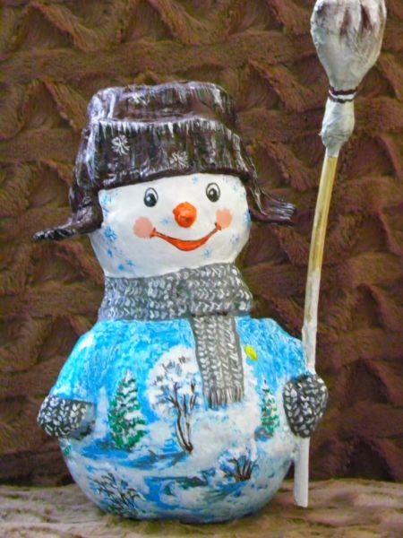 Снеговик своими руками на Новый год из подручных материалов этап 51