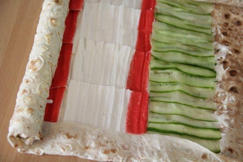 Рулеты из лаваша с разными начинками — 10 простых и вкусных рецептов на праздничный стол этап 6