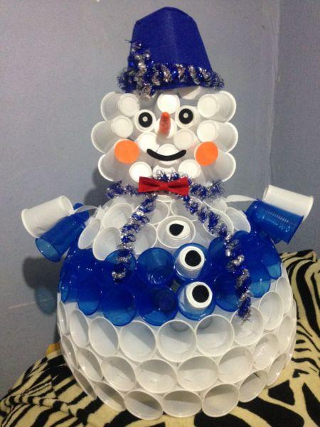 Снеговик своими руками на Новый год из подручных материалов этап 22