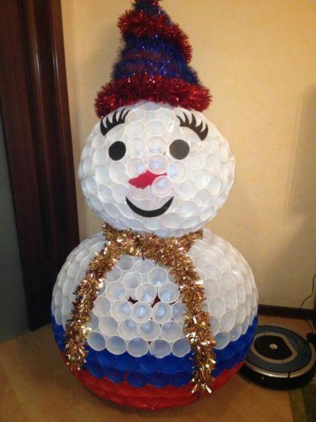 Снеговик своими руками на Новый год из подручных материалов этап 25