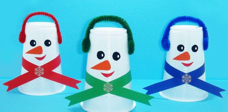 Снеговик своими руками на Новый год из подручных материалов этап 2