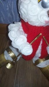 Снеговик своими руками на Новый год из подручных материалов этап 116
