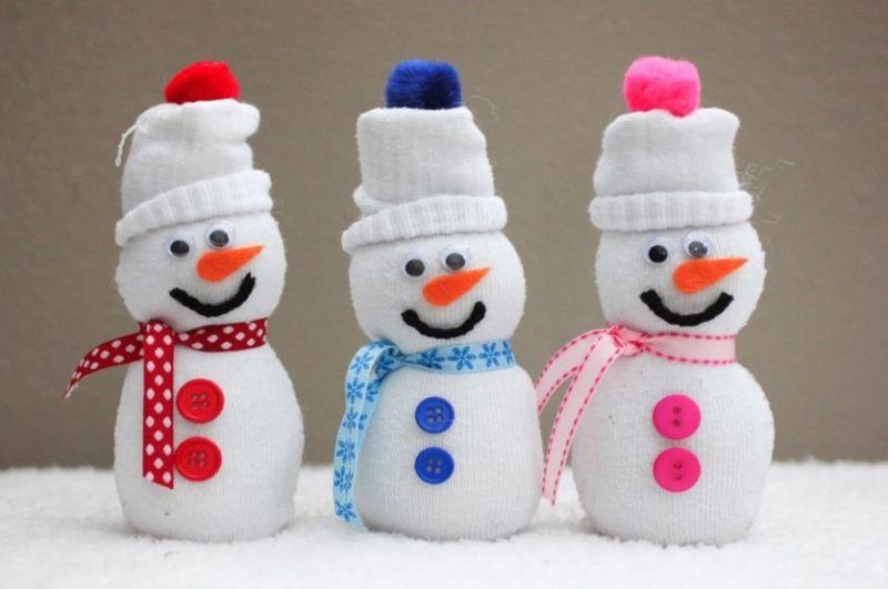 Снеговик своими руками на Новый год из подручных материалов этап 37