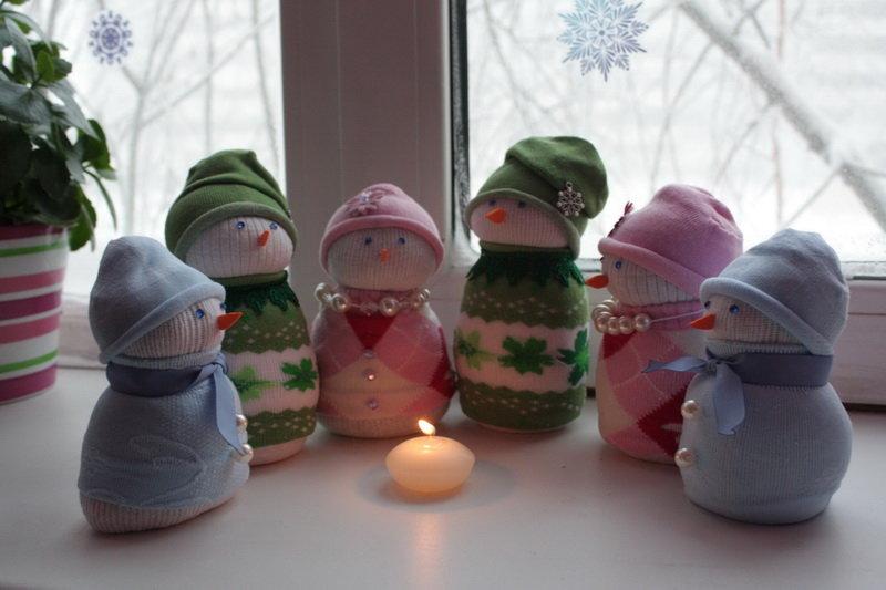 Снеговик своими руками на Новый год из подручных материалов этап 39