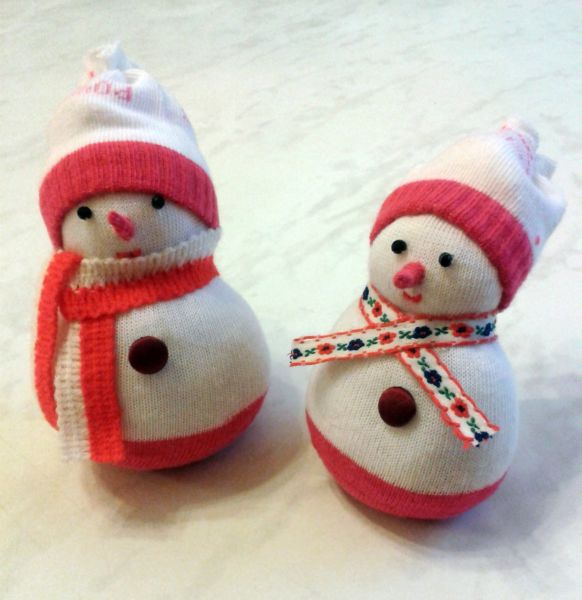 Снеговик своими руками на Новый год из подручных материалов этап 40