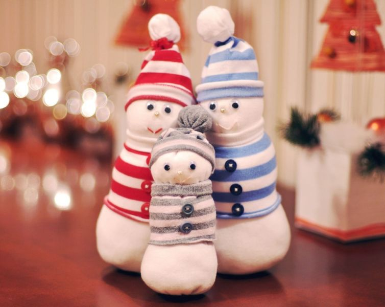 Снеговик своими руками на Новый год из подручных материалов этап 36