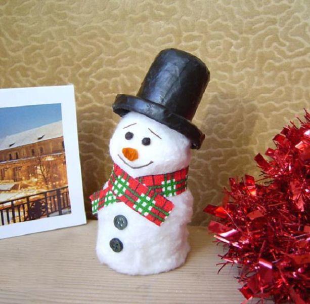 Снеговик своими руками на Новый год из подручных материалов этап 110