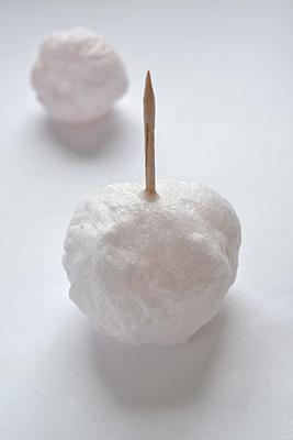 Снеговик своими руками на Новый год из подручных материалов этап 106