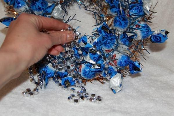 Новогодний венок своими руками. 12 мастер-классов по изготовлению венков в домашних условиях этап 104