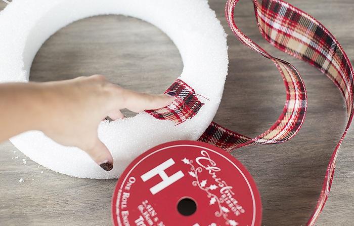 Новогодний венок своими руками. 12 мастер-классов по изготовлению венков в домашних условиях этап 24