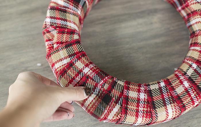 Новогодний венок своими руками. 12 мастер-классов по изготовлению венков в домашних условиях этап 26
