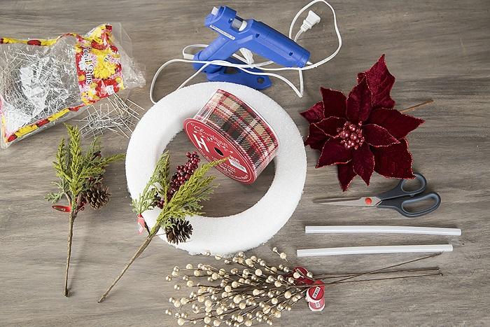 Новогодний венок своими руками. 12 мастер-классов по изготовлению венков в домашних условиях этап 23