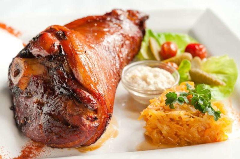 Свиная рулька запеченная в духовке — 7 рецептов приготовления