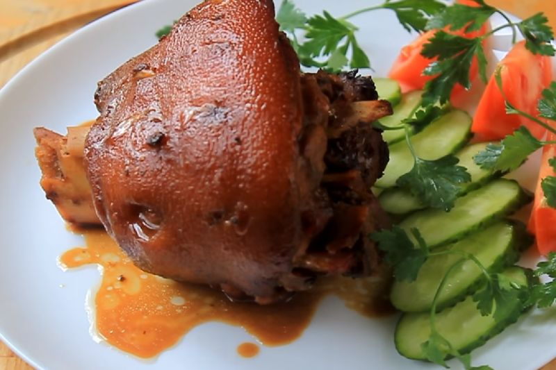 Свиная рулька запеченная в духовке — 7 рецептов приготовления этап 13