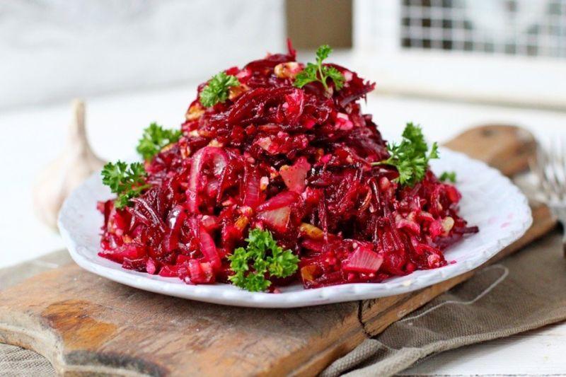 Салаты из вареной свеклы — 7 простых и очень вкусных рецептов