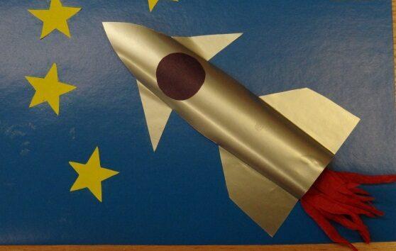 Ракета из бумаги и картона для детей: как сделать своими руками поделку ракету этап 41