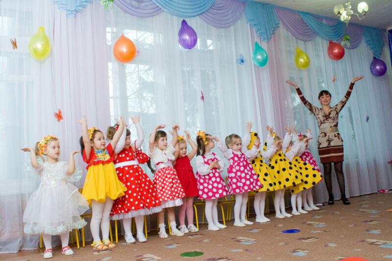 Сценарии на 8 марта в детском саду: 5 интересных утренников для детей этап 1